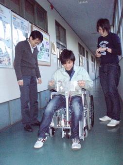 開発しているパワーアシスト装置付車椅子