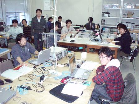 熱気あふれる鈴木研究室