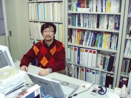 ロボティクス学科 出村 公成 教授