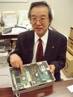 開発したツールを示す津田教授