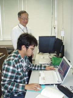 学生を指導する鎌田先生