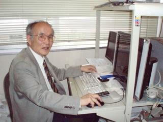 「僕はワンパクだから化学に進んだ」と小松先生