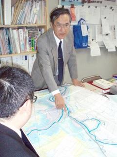 全国の河川の水害を調査する岸井教授