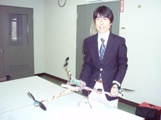 開発中の無人ヘリと赤坂先生