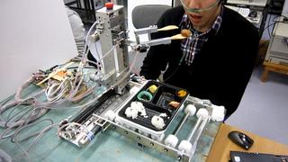 研究中の介護支援ロボット