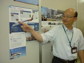 MRJの説明をする橋本先生