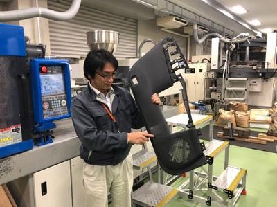 開発部品を紹介する瀬戸先生