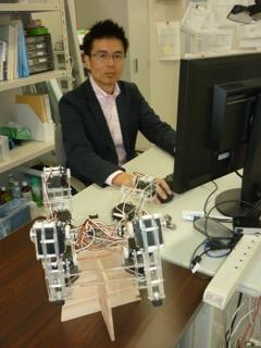 小型4足ロボットと土居先生
