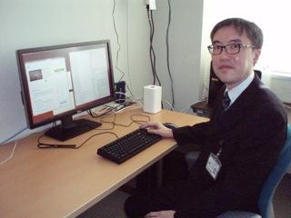 立ち机での仕事を語る中野先生
